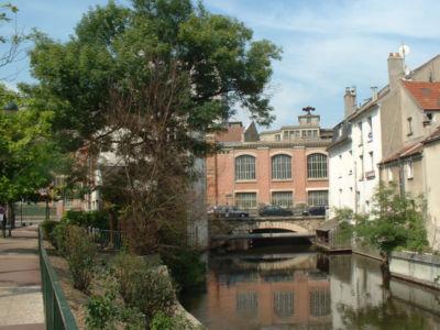 Un bras de l'Essonne sous les moulins